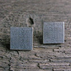 Clare de la Torre silver linen texture earrings