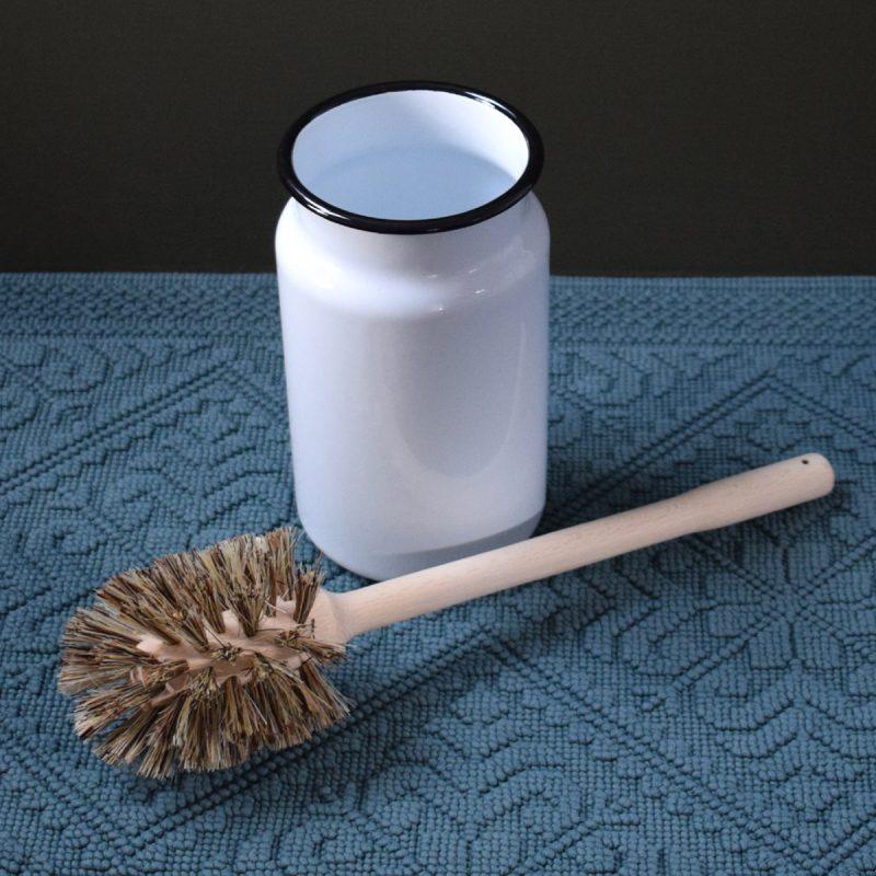 Loo Brush in Enamelled Pot