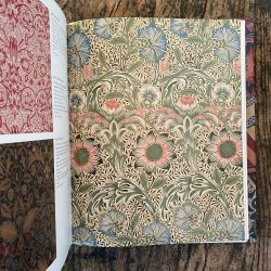 William Morris Textiles by Linda Parry